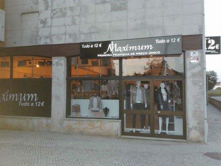 El Grupo MAXI DIEZ (Todo a 10 €) firma una nueva franquicia de su otra marca de precio único 12 € en Madrid capital
