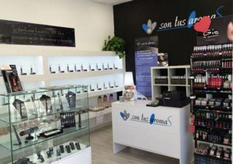 Un joven emprendedor se pone al frente de la segunda perfumería de la cadena Son Tus Aromas en Málaga