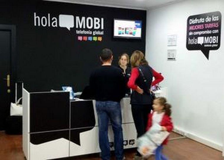 El grupo de telefonía global holaMOBI supera las 120 tiendas en España