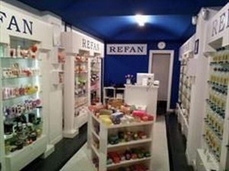 Refan abre una franquicia de perfumes y cosmética en Santurzi