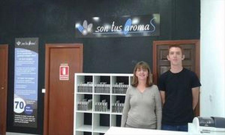 Un joven emprendedor se pone al frente de la primera perfumería de la cadena Son Tus Aromas abierta en Fuenlabrada (Madrid)