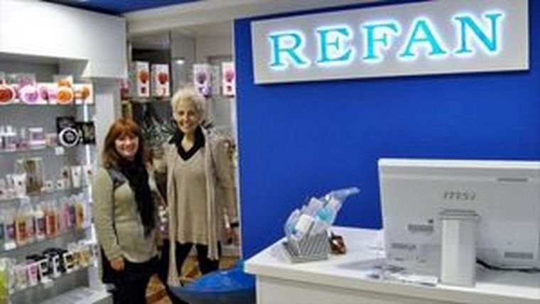 Santander ya cuenta con una franquicia de perfumes Refan