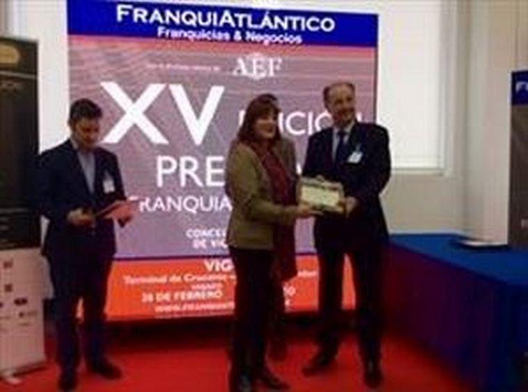 Eduardo Abadía recibe dos premios