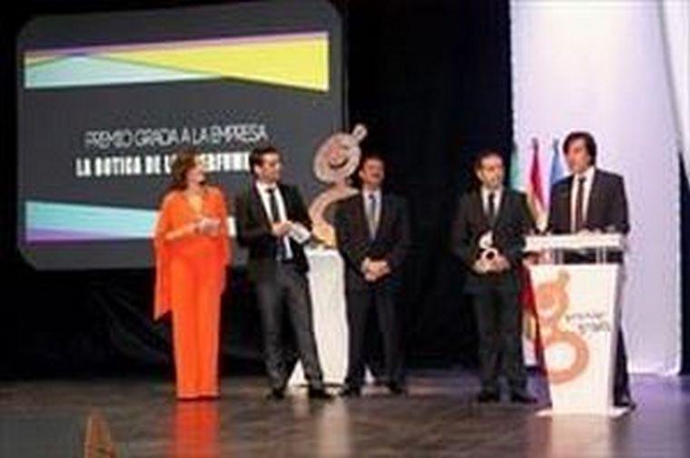 La Botica de los Perfumes premiada por los lectores de la Revista Grada como la mejor empresa extremeña.
