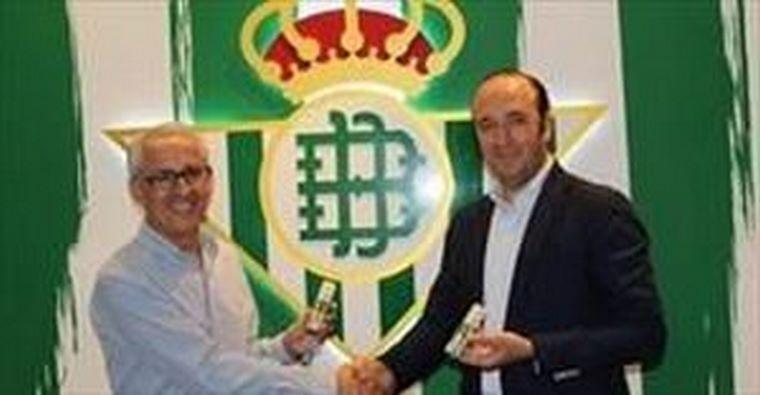 """El Real Betis Balompié y Woman 30 lanzan el perfume """"Trece Barras"""""""