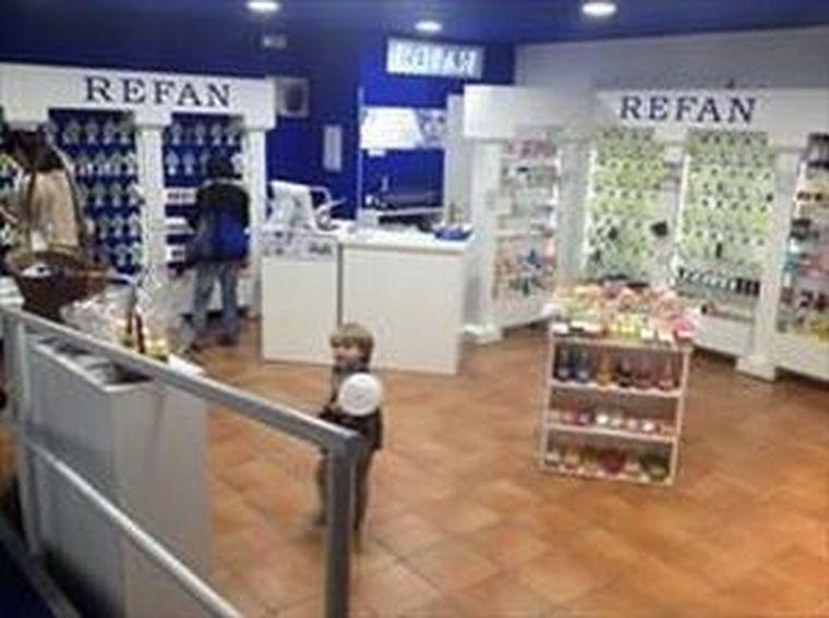 Refan abre una franquicia de perfumes y cosmética en Tolosa