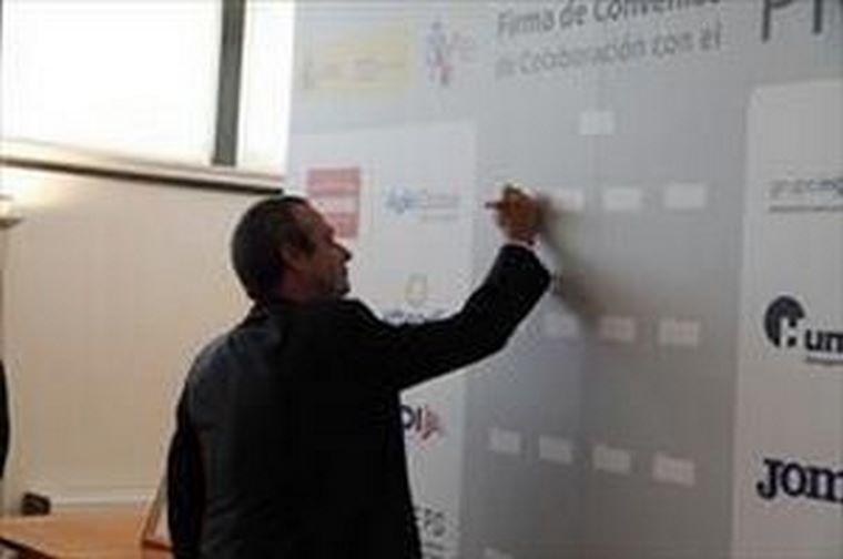 La franquicia Acadomia y el Consejo Superior de Deportes firman un acuerdo de colaboración.