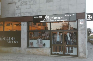 Maxi Diez firma un contrato de una nueva franquicia Maximum 12 - Todo a 12€ en Madrid